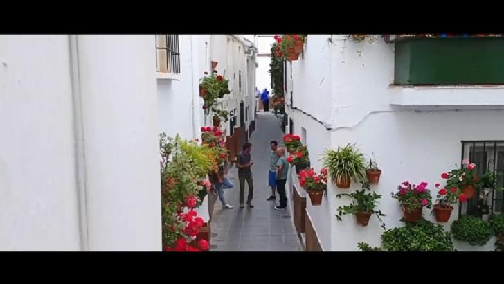 """Campaña española """"da vuelta"""" el acoso callejero para generar conciencia"""