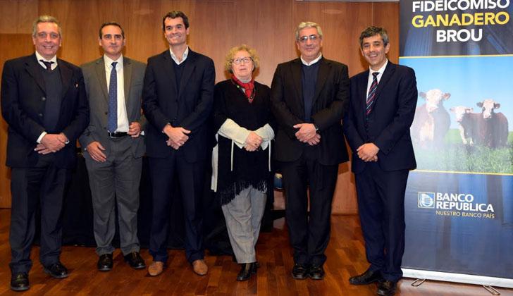 Roberto Borrelli (secretario del BROU), Guzmán Elola (director del BROU), Leandro Francolino (vicepresidente del BROU), Adriana Rodríguez (segunda vicepresidente del BROU), Alberto Castelar (ministro interino del MGAP) y Jorge Polgar (presidente del BROU).