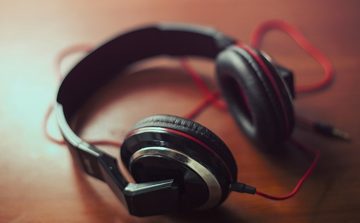 Estudio: escuchar música relajante antes de una cirugía podría ser un buen calmante. Foto: Pixabay