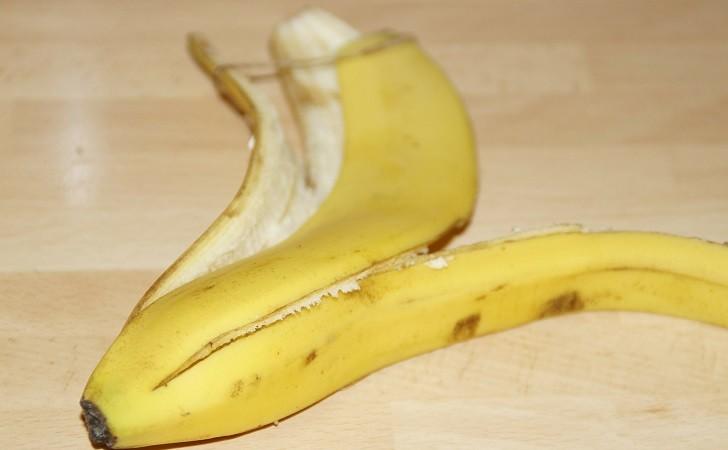 Seis beneficios de beneficios de la cáscara de banana para la piel.