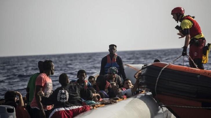 La ONU exige a la UE el desembarco de los 507 migrantes varados en el Mediterráneo .