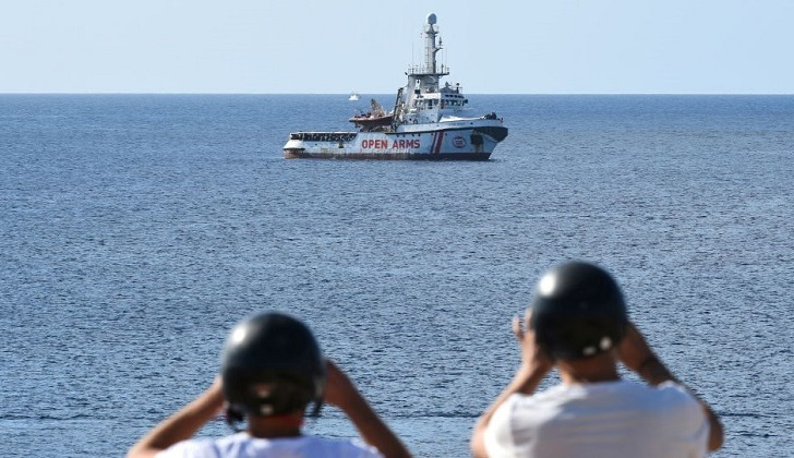 """España ofrece """"el puerto más cercano"""" al barco de rescate Open Arms."""