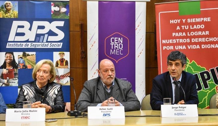 Ministra de Educación y Cultura, María Julia Muñoz; presidente del BPS, Heber Galli; y el presidente del BROU, Jorge Polgar. Foto. Carlos Loria.