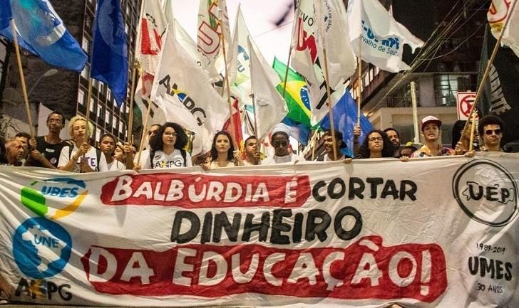 Multitudinarias manifestaciones en Brasil para defender la educación pública
