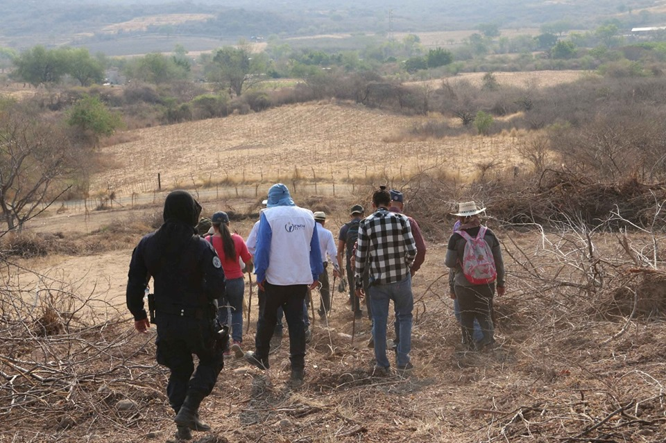 Personeros de la Comisión Nacional de Derechos Humanos de México buscan desaparecidos en alguna zona del país. Foto: Facebook / CNDH