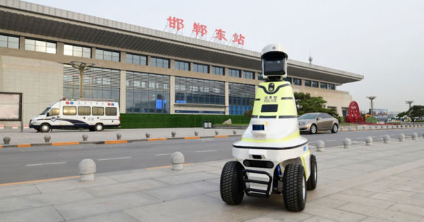 first-police-robots-traffic-china-600x315