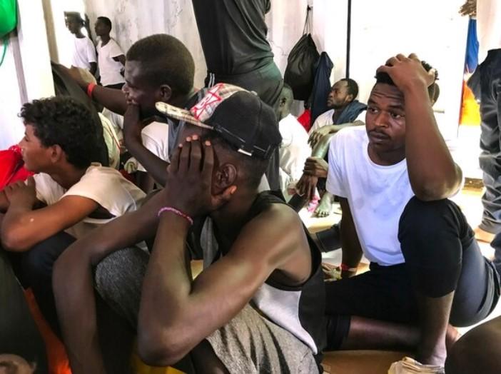 Migrantes rescatados por el Ocean Viking