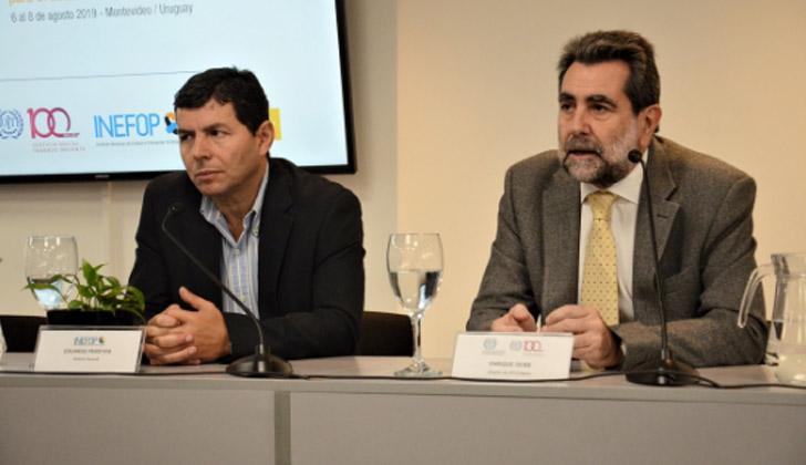 Director general de INEFOP, Eduardo Pereyra, junto al director del Centro Interamericano para el Desarrollo del Conocimiento en Formación Profesional de la OIT, Enrique Deibe. Foto: Ministerio de Trabajo.