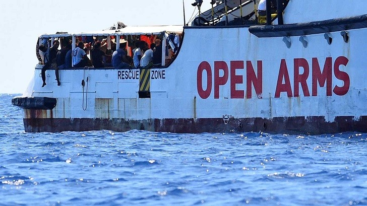 España ofrece a Open Arms desembarcar en Algeciras, un puerto a más de 5 días de navegación.
