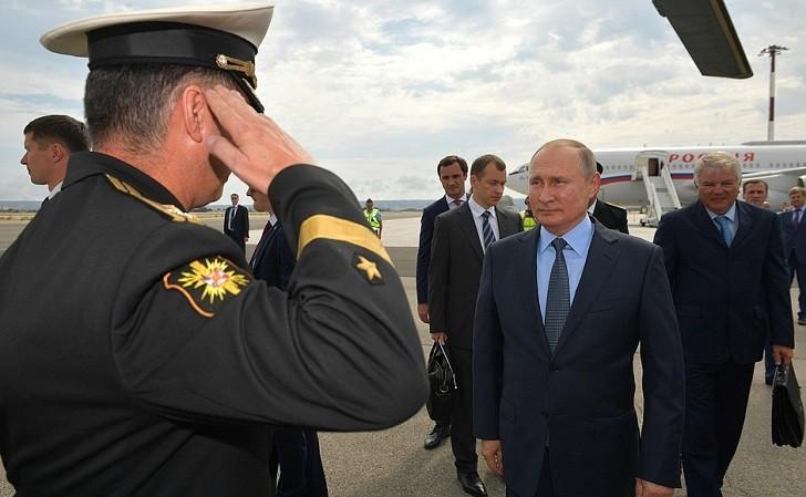 Putin dice que Rusia no instalará nuevos misiles a menos que EEUU los despliegue.
