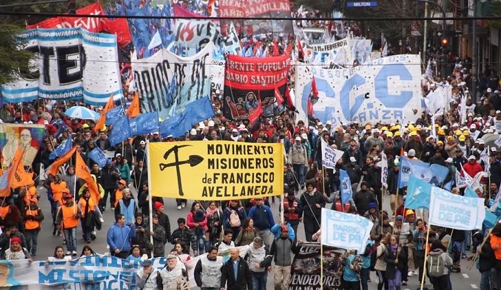 Masiva marcha contra las políticas de ajuste del gobierno de Macri
