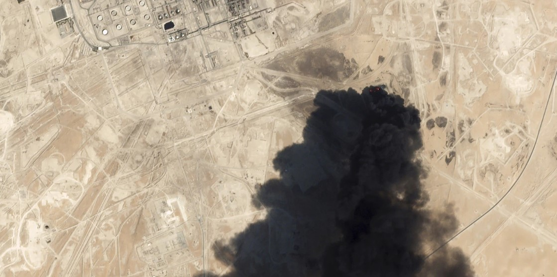 Una imagen satelital del ataque a instalaciones petroleras en Arabia Saudita. Foto: Planet Lab Inc a través de AP