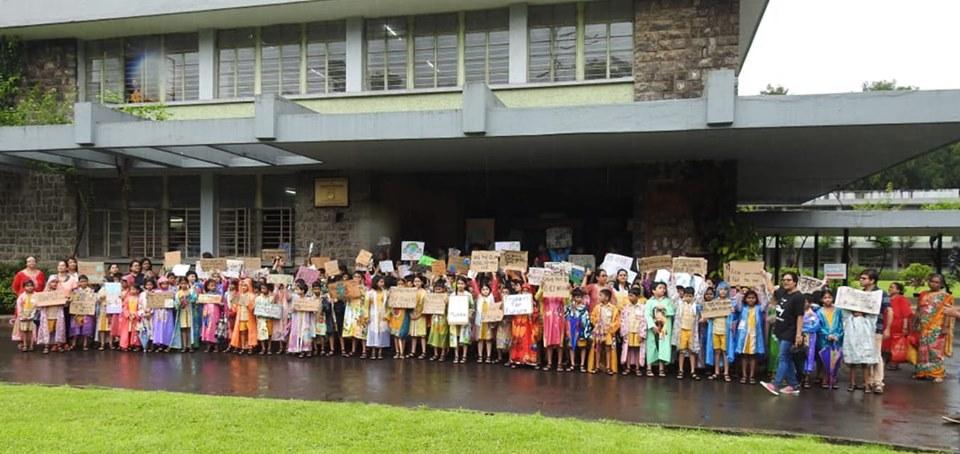 La marcha de este viernes la escuela rural de Udayachal en Bombay, India