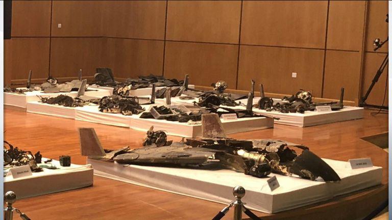 Parte de los restos de drones y misiles de crucero mostrados por Arabia Saudita