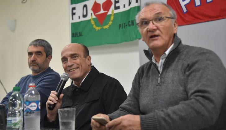 Daniel Martínez junto al histórico dirigente de la FOEB, Richard Read.