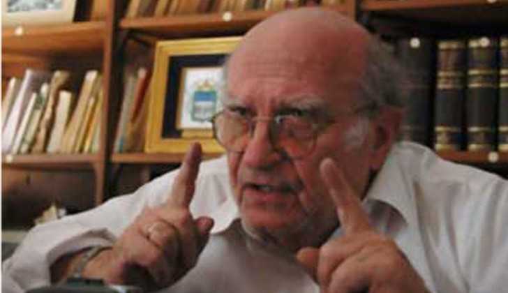 Abogado constitucionalista y ex senador, José Korzeniak.