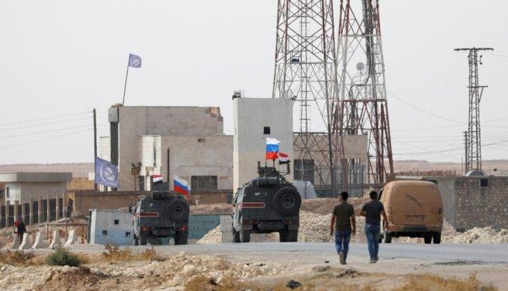 Vehículos rusos comienzan a patrullar las afueras de la ciudad de Manbij / Foto: Reuters