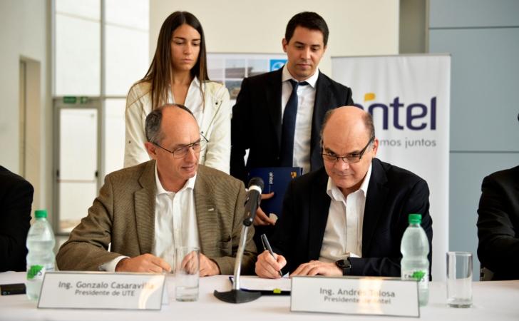 Ing. Gonzalo Casaravilla (izq.) e Ing. Andrés Tolosa (der) en la inauguración del Data Center