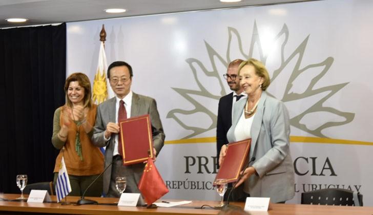 Uruguay recibe de la República Popular de China una donación de equipos técnicos para teatros de todo el país. Foto: Carlos Loria/LARED21.