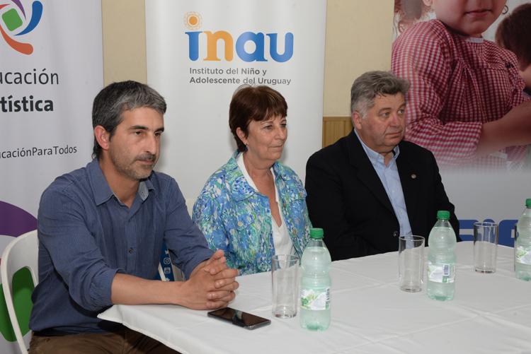 Pablo Caggiani, Marisa Lindner y Juan Mila fueron los encargados de inaugurar la feria en el Club Las Acacias
