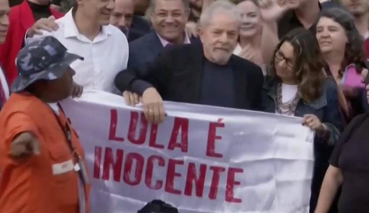 Momento en que Lula recupera la libertad.