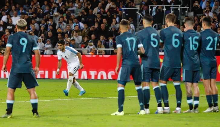 Uruguay y Argentina empataron dos a dos. Foto: AUF/Twitter.
