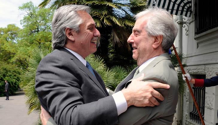 Alberto Fernández y Tabaré Vázquez. Foto: Presidencia de la República.