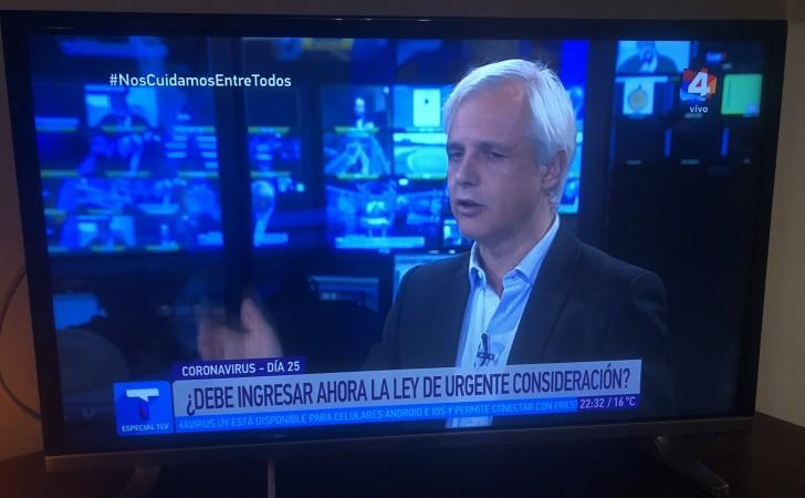 Adolfo Garcé desató la polémica por su participación en Todas Las Voces de canal 4. Foto: Twitter / @Miguelorenzoni