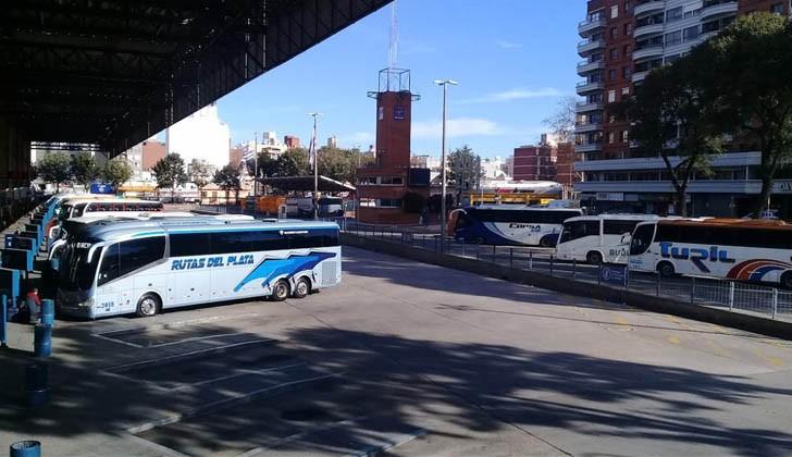 Trabajadores del taxi se suman al paro de ómnibus interdepartamentales