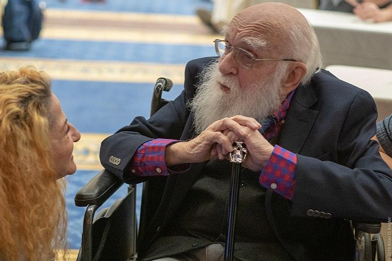 Murió James Randi, el desenmascarador de psíquicos, curanderos y mentalistas