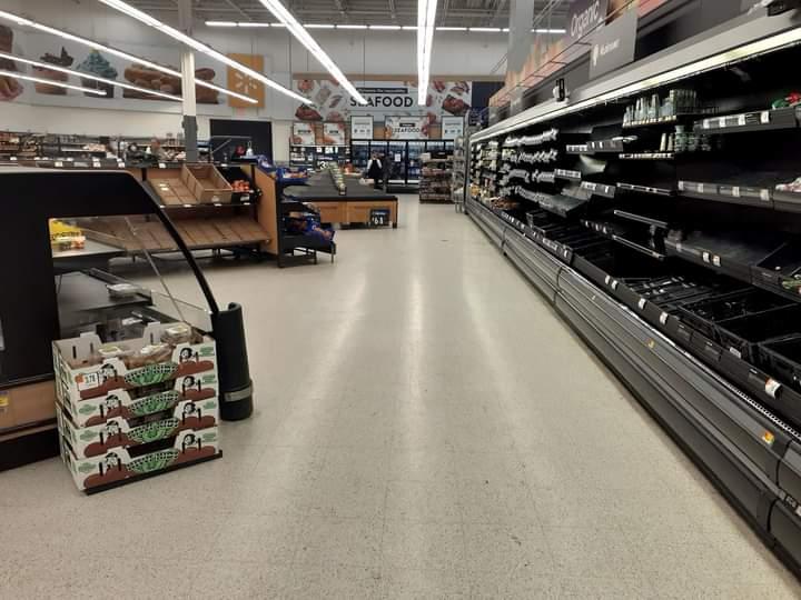 Algunos supermercados en Texas ya enfrenta problemas de abastecimiento. Foto: Twitter